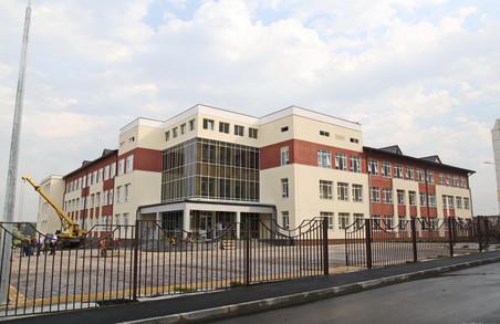 Спочатку Пархомівка, тепер – Пісочин. Світлична проїхалася по «будівництвах Кучера» на Харківщині