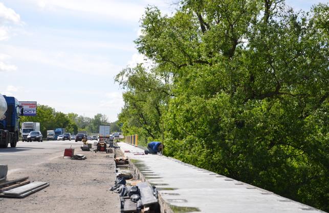 Ремонтні роботи на мосту біля «Лоску» вийшли на фінішну пряму (ФОТО)