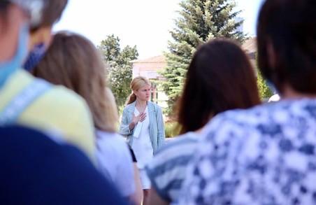 Світлична передала нове медичне обладнання до районної лікарні в Харківській області