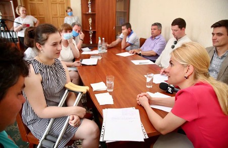 Підтримувати та вирішувати проблеми: Світлична зустрілась з мешканцями Кегичівки