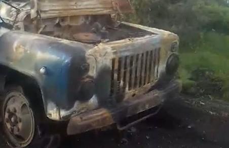 Під Харковом загорілась автівка «чорних лісорубів» (ФОТО)