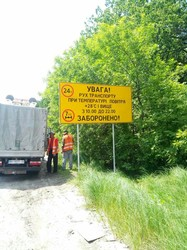 На дорогах Харківщини оновлюють зупинки та дорожні знаки (ФОТО)