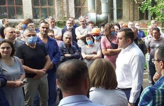 Біля «Електроважмаша» - страйк робітників (ФОТО)