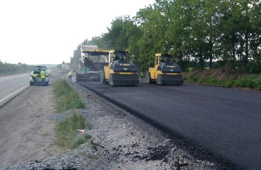 Як ремонтують дорогу Київ-Харків-Довжанський (ФОТО)