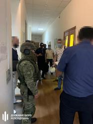 У Харкові слідчі ДБР обшукують центральну податкову (ФОТО)