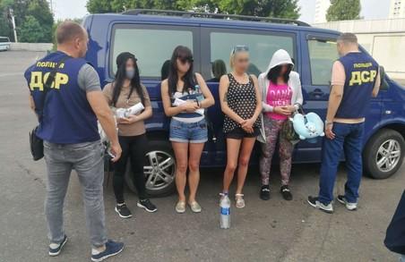 Секс-рабство: на харківському вокзалі спіймалии торговку людьми