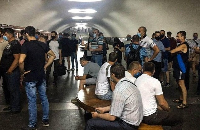 Машиністи Харківського метрополітену вийшли на акцію з приводу зарплати (ФОТО)