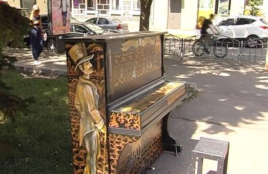 У Харкові виявили роялі в кущах (відео)
