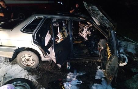 Вночі у Харкові згоріли дві автівки: випадки розслідує поліція (ФОТО)