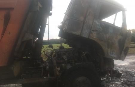 На Харківщині запалала вантажівка з зерном