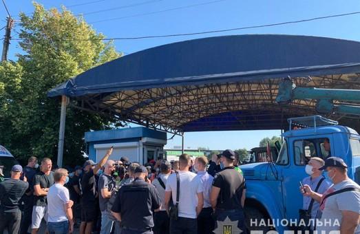 Конфлікт на «Барабашово» набирає обертів: втрутилась поліція (ФОТО, ВІДЕО)