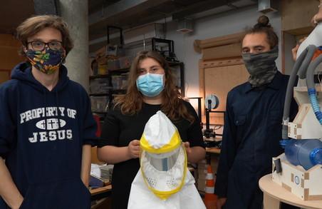 Волонтери передадуть харківським лікарям 30 захисних масок PAPR