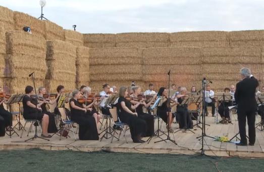 Оркестр Харківської обласної філармонії виступив на сіннику