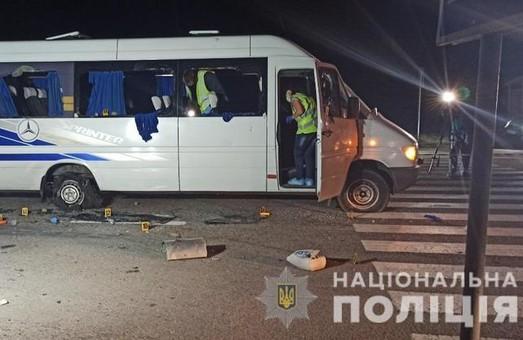 Суд обрав запобіжний захід дев'ятьом затриманим за напад на автобус з людьми на Харківщині