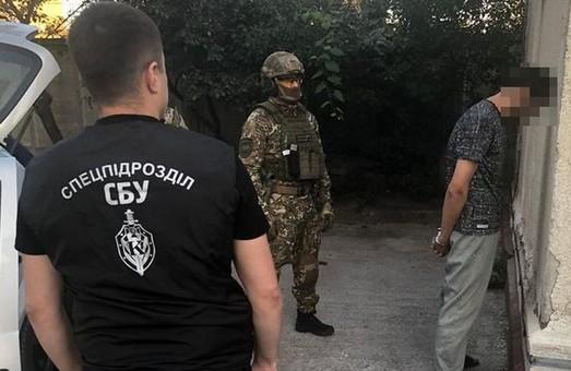 На Харківщині СБУ затримала злочинців, які тероризували підприємців, погрожуючи вбивствами дітей
