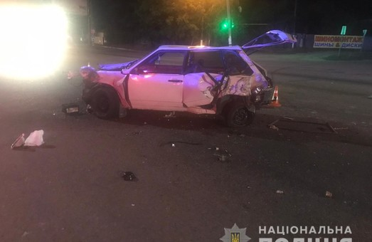 Поліцейські встановлюють обставини аварії за участю вантажівки під Харковом