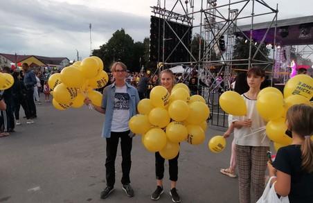 Команда «Блоку Світличної «Разом!» привітала жителів Мерефи з Днем міста (ФОТО)