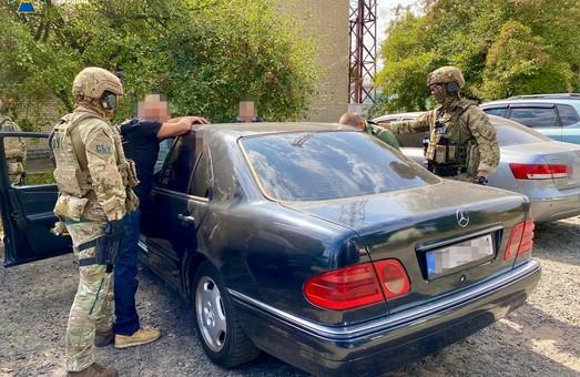 На Харківщині контррозвідка СБУ затримала організатора нелегальної легалізації росіян в Україні
