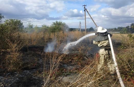 Харківські рятувальники ліквідували пожежу на відкритій території (ФОТО)