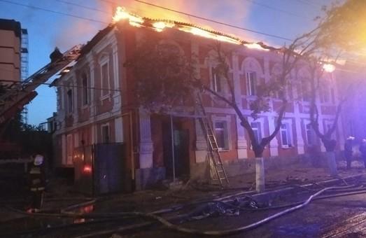 Велика пожежа на Конторській: загинули дві людини (ФОТО)