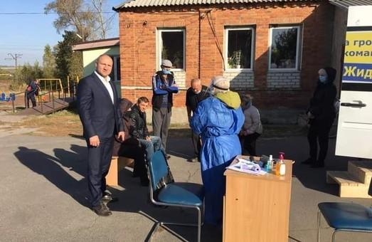 Непрямий підкуп виборців: На Харківщині кандидат в міські голови організував проведення безкоштовних тестів на Covid-19