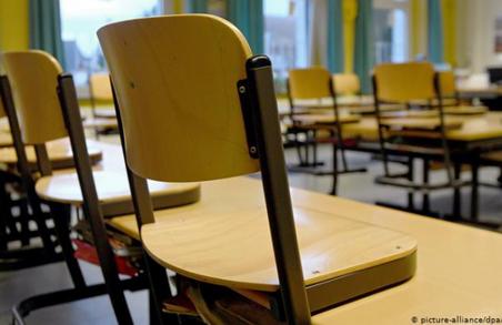 З 15 жовтня школи мають піти на канікули, а вузи – перейти на дистанційне навчання
