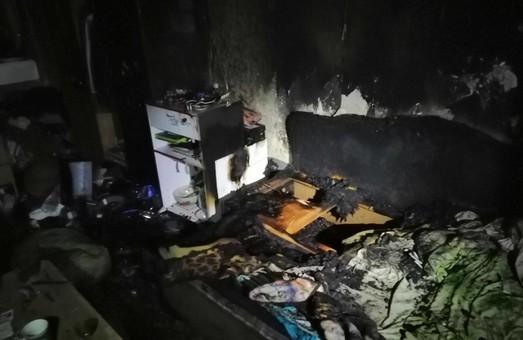 У Харкові під час пожежі вогнеборці евакуювали 2 людей