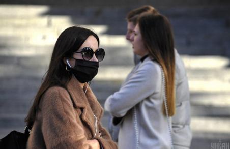 Українцям доведеться жити в умовах пандемії COVID-19 іще півтора-два роки