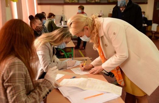 Народний депутат Світлична проголосувала у Харкові (ФОТО)
