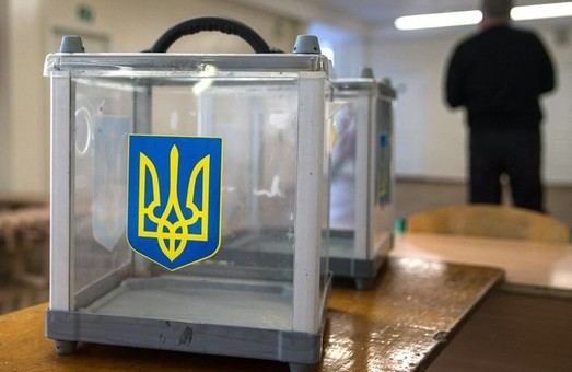 На Харківщині спостерігачі ОПОРИ фіксують переписування протоколів та використання печатки за межами ДВК
