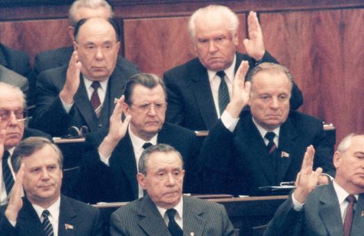 Аж до гробу: Верховна Рада зняла вікові обмеження з держслужбовців