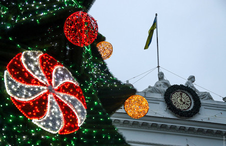 В Одесі новорічну ялинку відкривали під «російський шансон» (ВІДЕО)