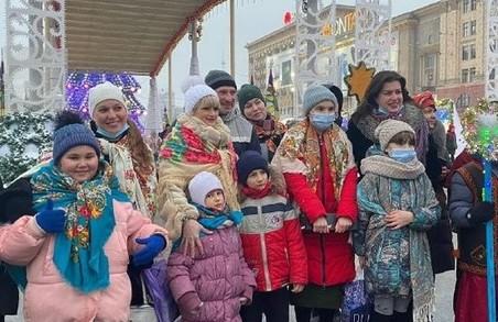 «Вертеп-фест 2021» розпочався з передачі Вифлеємського вогню миру в Харкові
