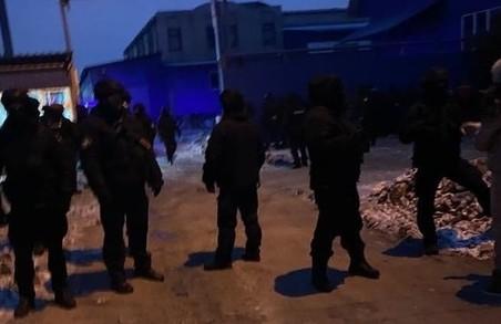 Боротьба за харківський завод лінолеуму «Алексвуд»: на чиїй стороні поліція?