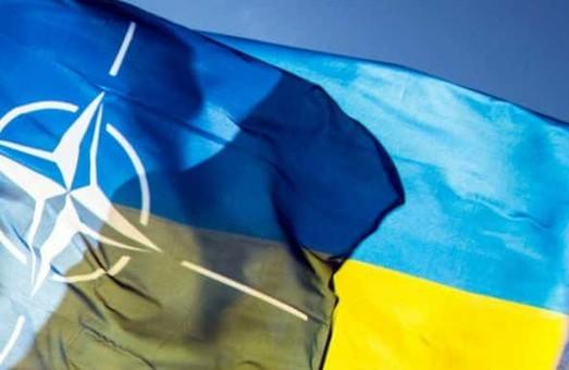Американські політики закликають владу США допомогти Україні вступити до НАТО