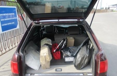 Харківські митники виявили в автівках асортимент незадекларованих товарів